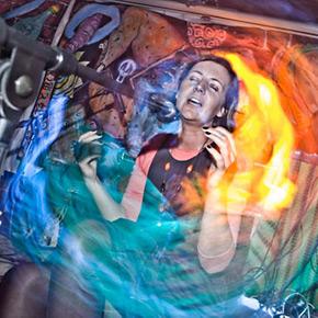 Monika Wierzbicka - kobieta śpiewająca. Żadnego projektu się nie boi.