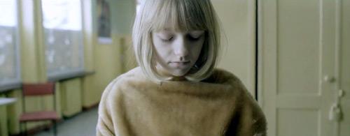 """Kadr z wideoklipu Enchanted Hunters """"Twin"""" reż. Ola Gowin, Irek Grzyb"""