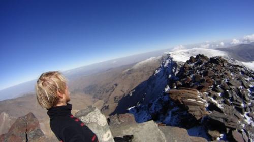 Zamiast na Gibraltar gdzie skała (przynajmniej ta znana) jest tylko jedna, ostatecznie Marcin postawił na wyprawę w wysokie góry. 3400 km od domu i 3478 metrów nad poziomem morza... Wierzchołek Mulhacén.