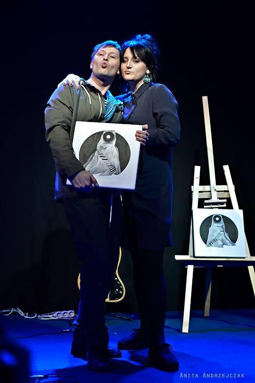 Kasia i Zbyszek z Little White Lies wraz ze swoim trofeum.
